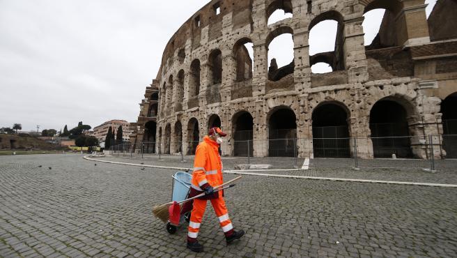 Roma multará con hasta 500 euros a quienes tiren mascarillas y guantes usados en la calle