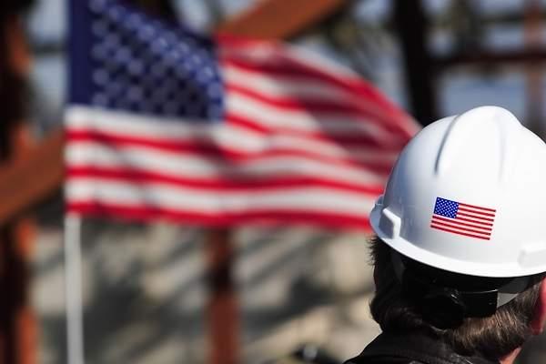 Los 50 estados de EE.UU. reabren parcialmente su economía
