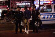 180 arrestos en Newyork por violar toque de queda
